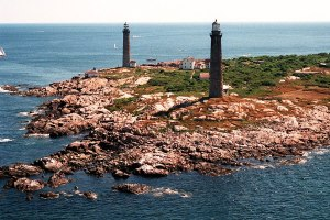 item1.rendition.slideshowHorizontal.lighthouse-02-thacher-island