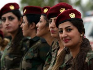 GTY_kurdish_femail_fighters_01_mm_160516_4x3_992